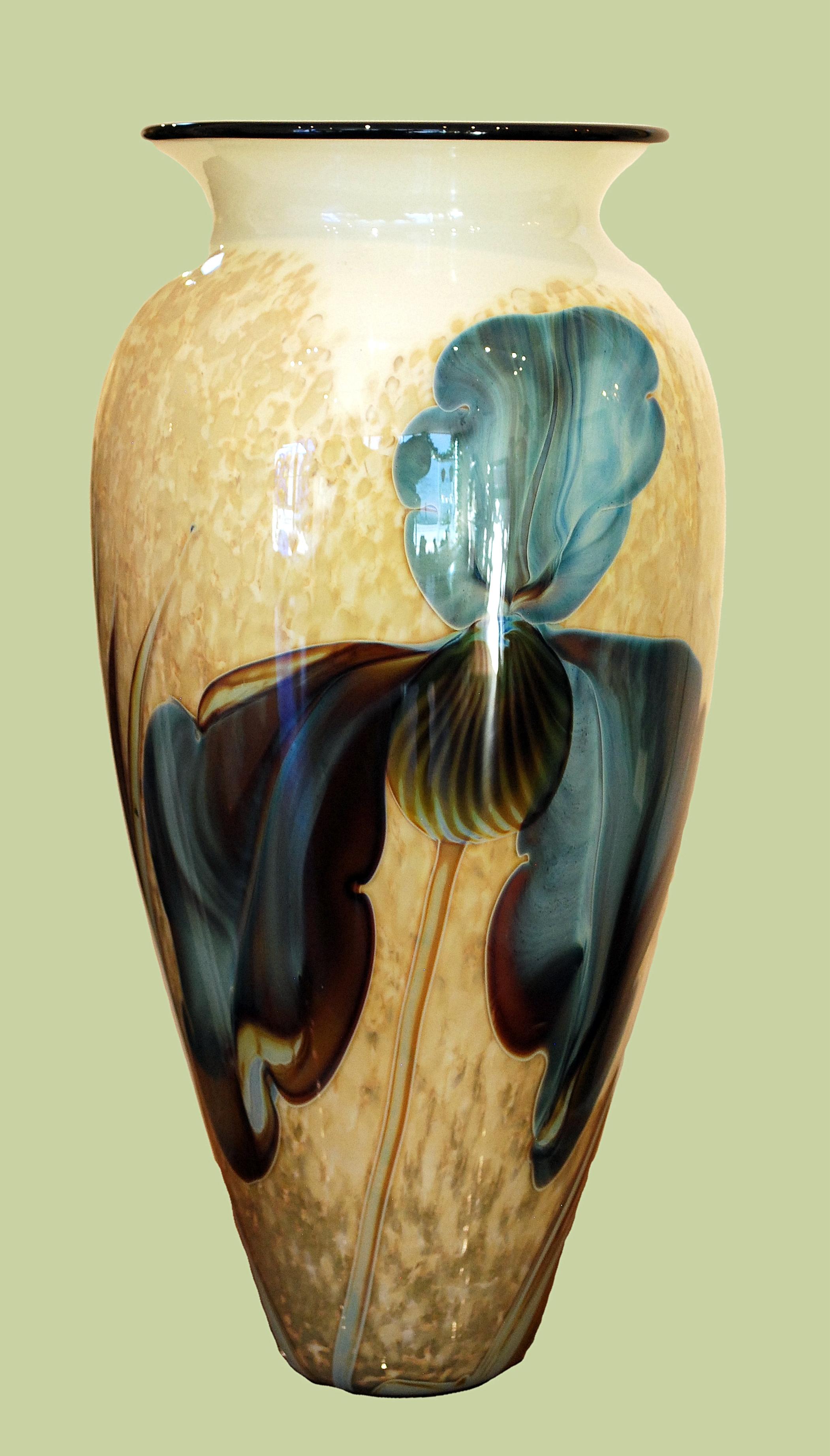 Iris Vase satava